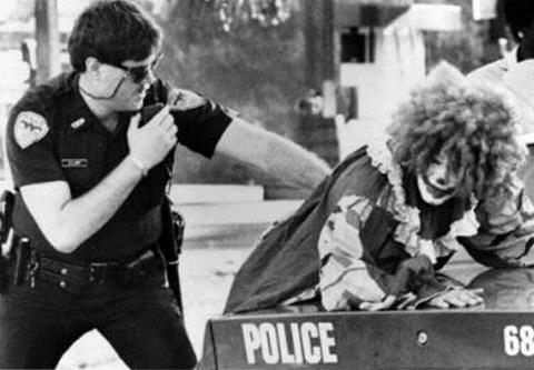 cops-arrest-clown